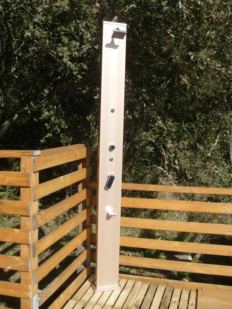 Douche solaire droite alu 28l champagne - Comment fonctionne une douche solaire ...